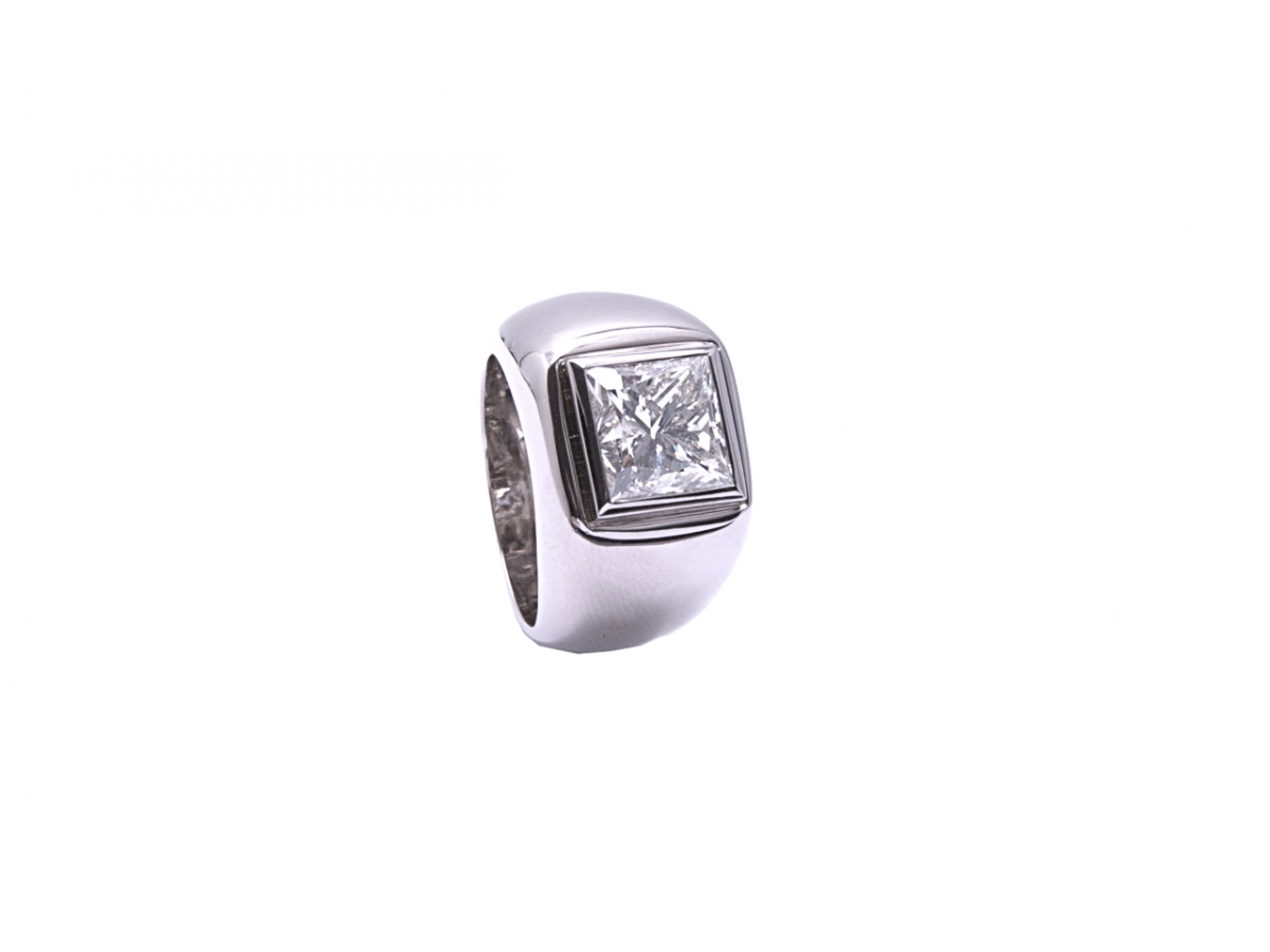Ring 18 Karat WG 21,4g mit Diamant 5,07ct K/si