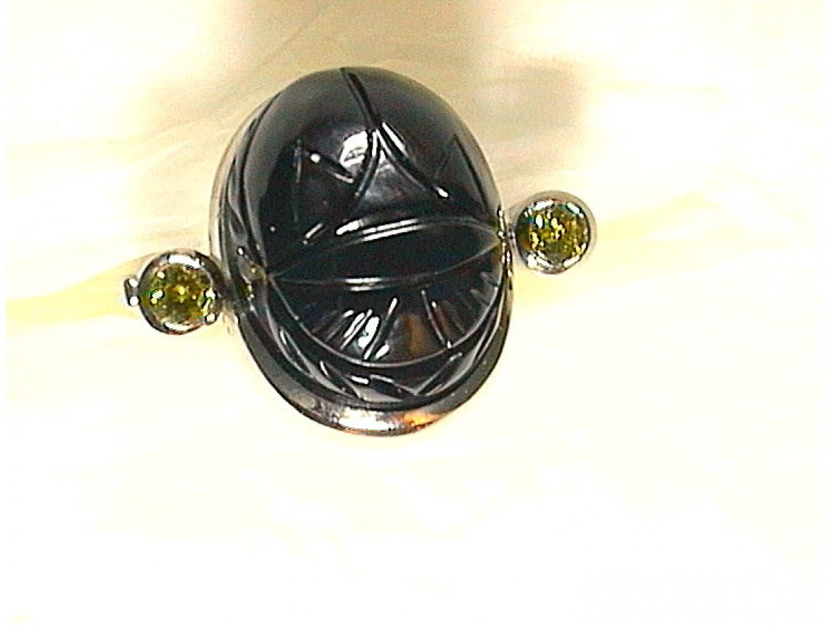 Ring wg Skarab. Onyx Brill 0,4 ct 12,5 gr | 100.040.297.813