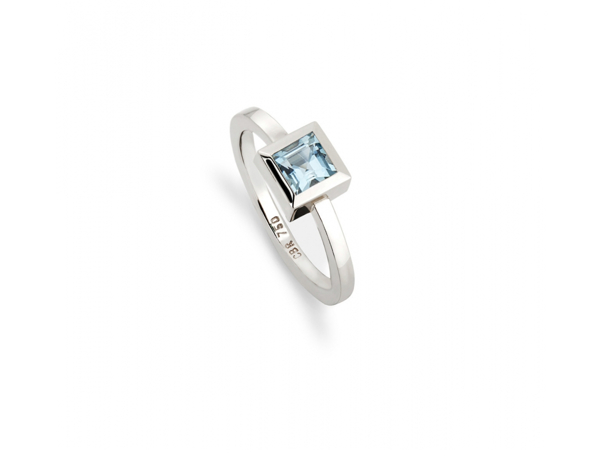 Ring 18 Karat Weißgold 5,2 g, 1 Aquamarin carré 5,6 ct  5 x 5 mm